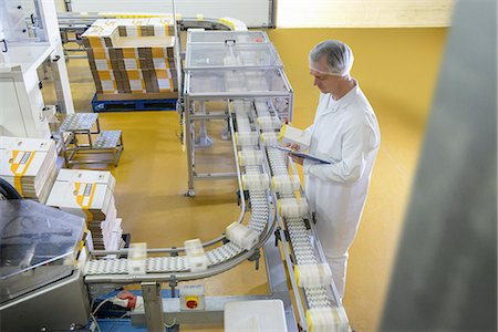 food processing plant - Worker packing in biscuit factory Stock Photo - Premium Royalty-Free, Code: 649-06717700