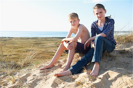 Boy and teenage girl sitting on beach Stock Photo - Premium Royalty-Free, Code: 649-06812048