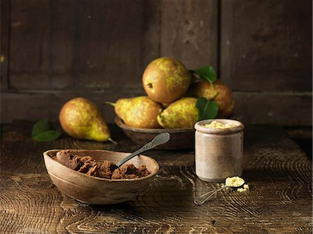 rustic - Pears and spiced muscovado sugar and molasses on  rustic wooden surface Stock Photo - Premium Royalty-Free, Code: 649-06812291