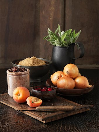 sugar - Ingredients to make stuffing for free range double stuffed Oakham chicken. Apricots, cranberries, brown onions, demerara sugar and fresh sage Stock Photo - Premium Royalty-Free, Code: 649-06812304