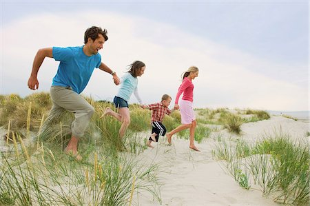 preteen beach - Family holding hands and running at the beach Stock Photo - Premium Royalty-Free, Code: 649-06812510
