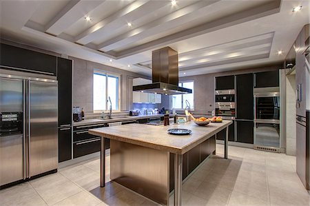 Luxury kitchen in wealthy home Stock Photo - Premium Royalty-Free, Code: 649-06829412