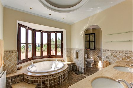 Luxury bathroom in villa Stock Photo - Premium Royalty-Free, Code: 649-06829429