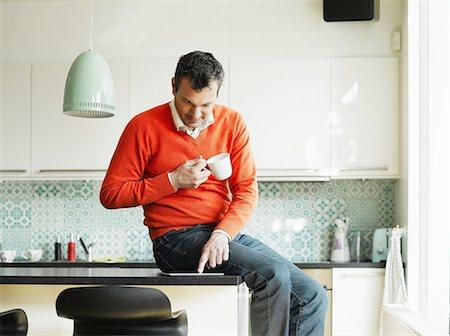 Mature man using tablet in kitchen Stock Photo - Premium Royalty-Free, Code: 649-06829606
