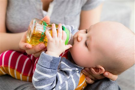 Mother feeding baby son with bottle Stock Photo - Premium Royalty-Free, Code: 649-06830002