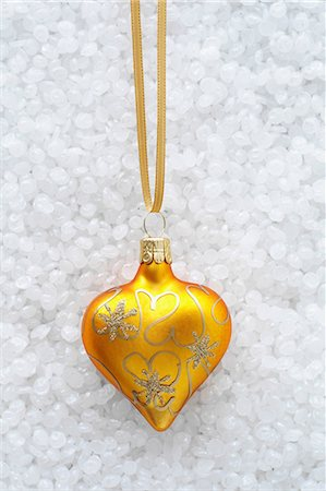 Yellow and gold bauble Stock Photo - Premium Royalty-Free, Code: 649-06830066