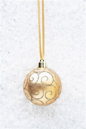 Beige bauble with gold swirls Stock Photo - Premium Royalty-Free, Code: 649-06830075