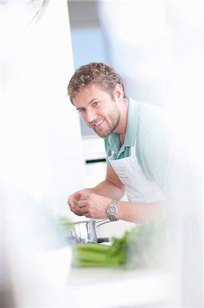 Young man preparing food Stock Photo - Premium Royalty-Free, Code: 649-06844136