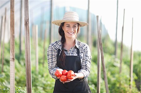 farmhand (female) - Woman holding tomatoes grown at farm Stock Photo - Premium Royalty-Free, Code: 649-06844246