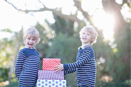 Twin boys with birthday gifts Stock Photo - Premium Royalty-Free, Code: 649-06844309