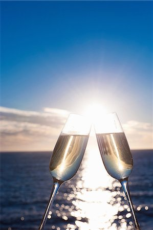 Two wine glasses with sea in background Stock Photo - Premium Royalty-Free, Code: 649-06844397