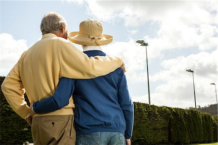 senior lady walking - Back view of husband and wife looking at hedge Stock Photo - Premium Royalty-Free, Code: 649-06844980