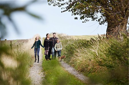 Family walking together on rural road Stock Photo - Premium Royalty-Free, Code: 649-06943791