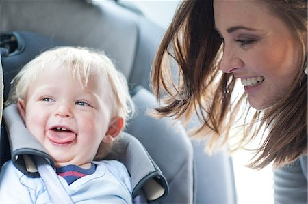 Mother with baby son in back seat of car Stock Photo - Premium Royalty-Free, Code: 649-07064196