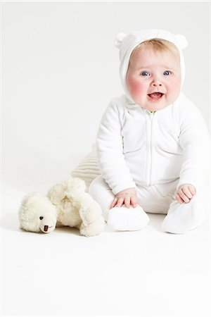 Portrait of smiling baby girl and teddy bear Stock Photo - Premium Royalty-Free, Code: 649-07064506