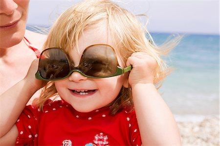 fun - Baby girl wearing sunglasses upside down Stock Photo - Premium Royalty-Free, Code: 649-07064516