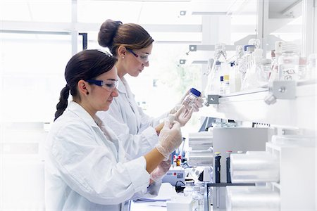 Biology students working in lab Stock Photo - Premium Royalty-Free, Code: 649-07064907