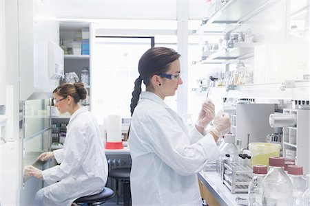 Biology students working in lab Stock Photo - Premium Royalty-Free, Code: 649-07064908