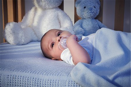 Baby boy and teddy bears in crib at night Stock Photo - Premium Royalty-Free, Code: 649-07063014