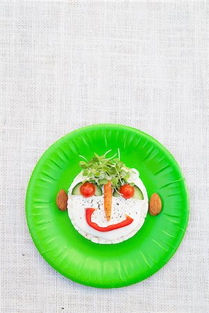 design (motif, artistic composition or finished product) - Face made from fresh food on green plate Stock Photo - Premium Royalty-Free, Code: 649-07063179