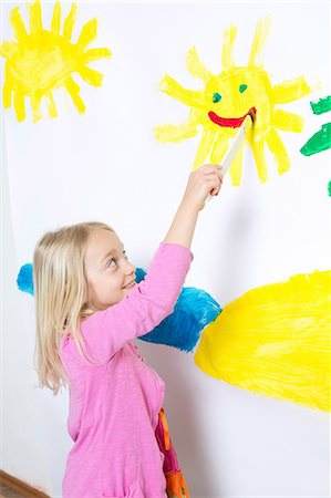 painting - Young girl painting smiling sunshine on wall Stock Photo - Premium Royalty-Free, Code: 649-07063439