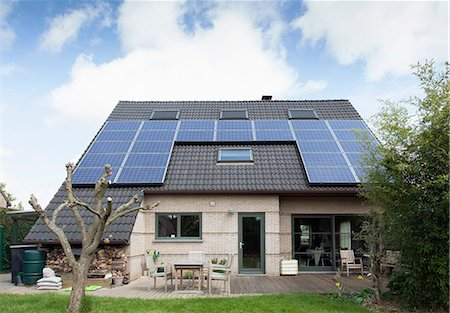 solar power - Detached bungalow with solar panels on roof Stock Photo - Premium Royalty-Free, Code: 649-07063497