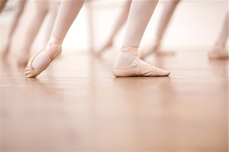Detail of ballerinas legs in dance class Stock Photo - Premium Royalty-Free, Code: 649-07063725