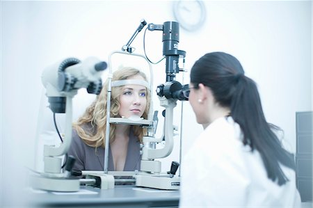 Patient and optician in eye clinic Stock Photo - Premium Royalty-Free, Code: 649-07063779