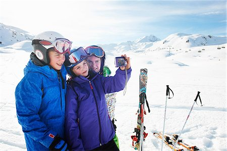 Brother and sisters taking self portrait, Les Arcs, Haute-Savoie, France Stock Photo - Premium Royalty-Free, Code: 649-07118136