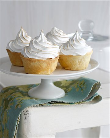 dessert - Banana meringue tarts on cake stand Stock Photo - Premium Royalty-Free, Code: 649-07118264
