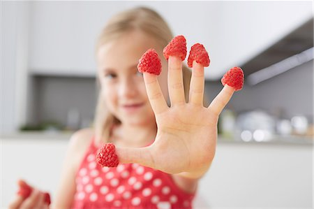 five - Girl putting raspberries on fingers Stock Photo - Premium Royalty-Free, Code: 649-07118293