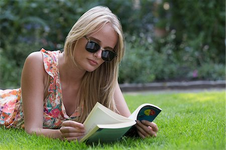 floral - Young woman reading book Stock Photo - Premium Royalty-Free, Code: 649-07118694