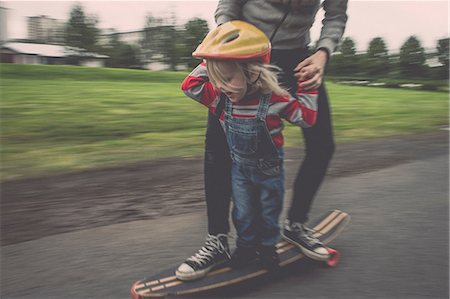 playing - Mother and daughter riding on skateboard in park Stock Photo - Premium Royalty-Free, Code: 649-07119098