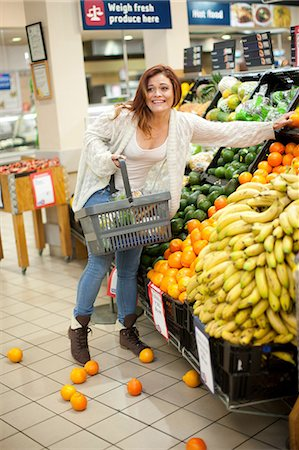 Young woman having shopping mishap with oranges Stock Photo - Premium Royalty-Free, Code: 649-07119173