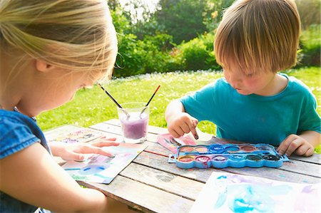 finger painting - Brother and sister finger painting in garden Stock Photo - Premium Royalty-Free, Code: 649-07119205