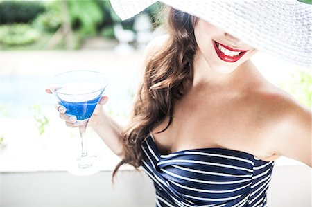 Young woman holding blue cocktail Stock Photo - Premium Royalty-Free, Code: 649-07119503