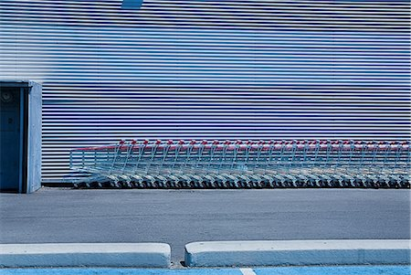 empty shopping cart - Shopping trolleys lined up outside supermarket Stock Photo - Premium Royalty-Free, Code: 649-07119678