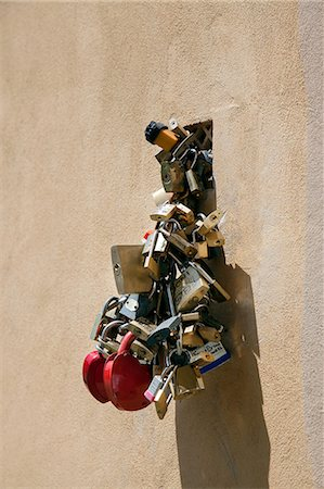 Love locks, Florence, Tuscany, Italy Stock Photo - Premium Royalty-Free, Code: 649-07238575