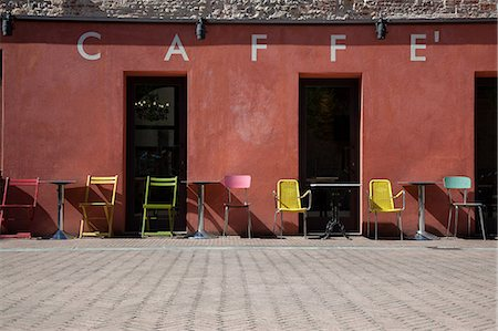 red chair - Cafe exterior, Florence, Tuscany, Italy Stock Photo - Premium Royalty-Free, Code: 649-07238598