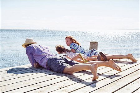 diversión - Family lying on pier, Utvalnas, Gavle, Sweden Foto de stock - Sin royalties Premium, Código: 649-07238999