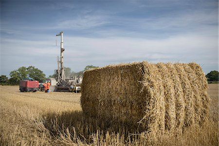drilling - Drilling rig in field with hay bale in foreground Stock Photo - Premium Royalty-Free, Code: 649-07239206