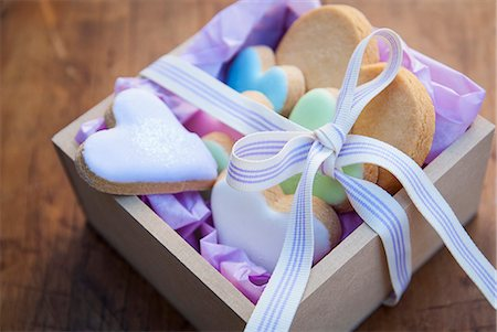 Still life with box of heart shaped cookies Stock Photo - Premium Royalty-Free, Code: 649-07239317