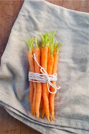 Bunch of carrots tied with string, still life Stock Photo - Premium Royalty-Free, Code: 649-07239329