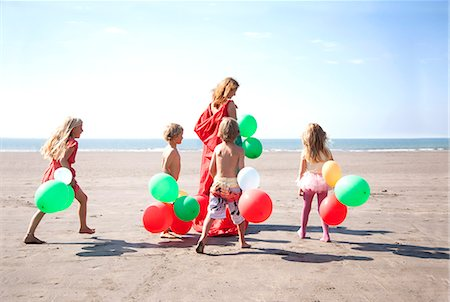 european (places and things) - Mother with four childen on beach with balloons, Wales, UK Stock Photo - Premium Royalty-Free, Code: 649-07239466