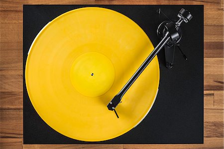Vintage turntable, high angle Stock Photo - Premium Royalty-Free, Code: 649-07279626
