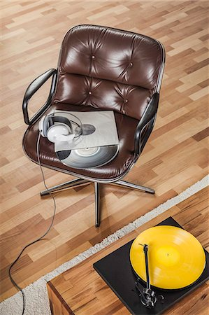 Retro brown leather armchair and vinyl records Stock Photo - Premium Royalty-Free, Code: 649-07279627