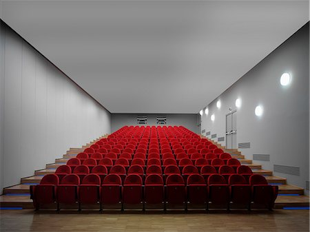 empty - Red chairs in empty auditorium Photographie de stock - Premium Libres de Droits, Code: 649-07279684