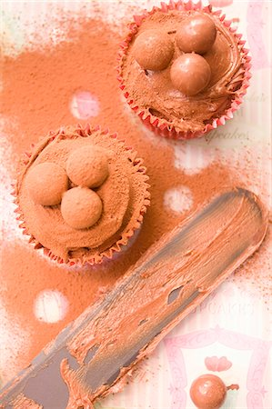 sweet   no people - Close up of chocolate cupcakes and palette knife Stock Photo - Premium Royalty-Free, Code: 649-07280398
