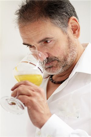 single mature people - Worker in brewery, quality control Stock Photo - Premium Royalty-Free, Code: 649-07280643