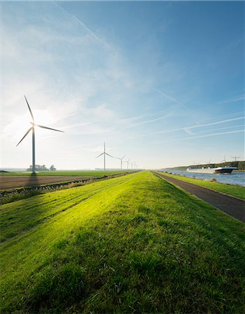 Wind turbines and canal, Bath, Zeeland, Netherlands Photographie de stock - Premium Libres de Droits, Code: 649-07280800
